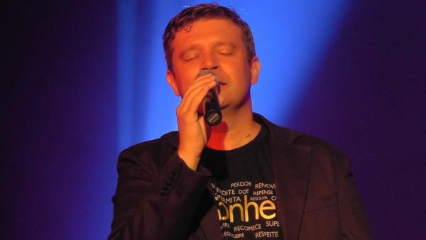 ehrenfelder-musikschule-köln-gesangsunterricht Mann mit mikrofon