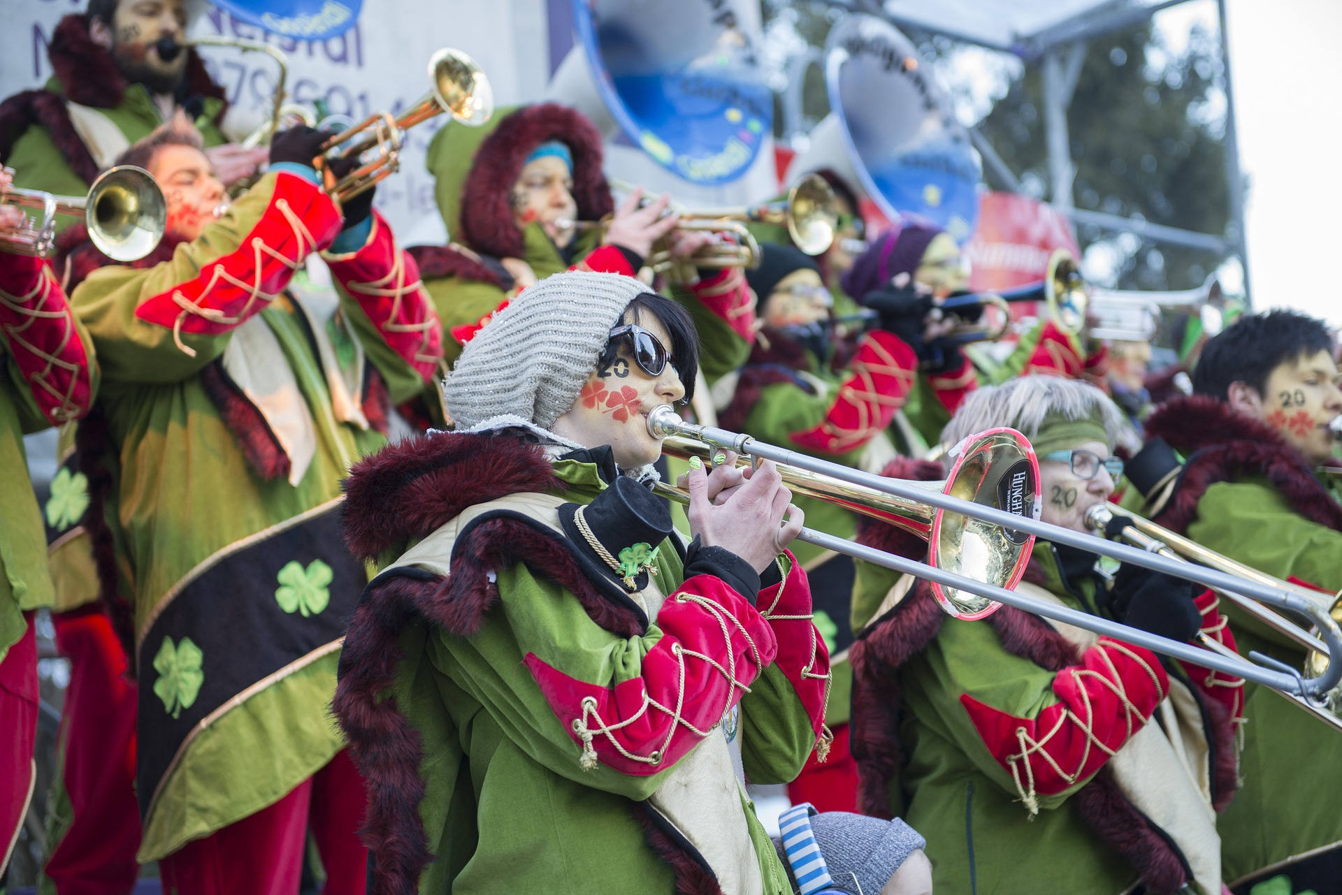 posaune-ehrenfelder-musikschule-köln mann karneval frau brille