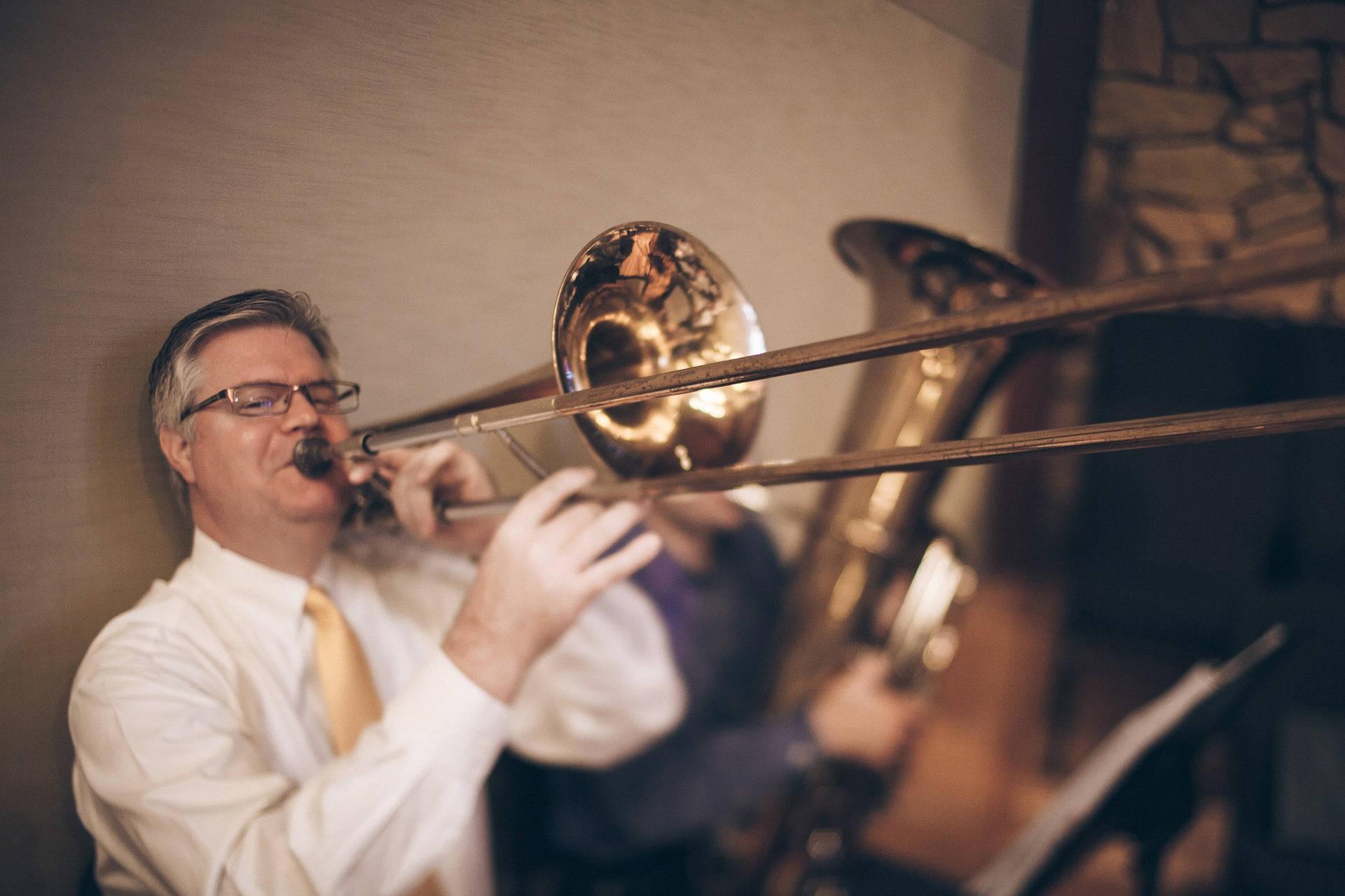 posaune-ehrenfelder-musikschule-köln mann nach oben