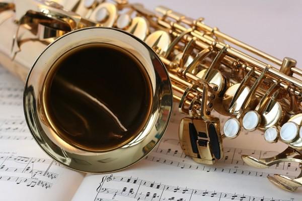 ehrenfelder-musikschule-köln-saxophon mit noten