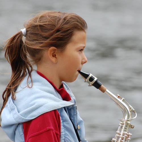 ehrenfelder-musikschule-köln-saxophon- mädchen