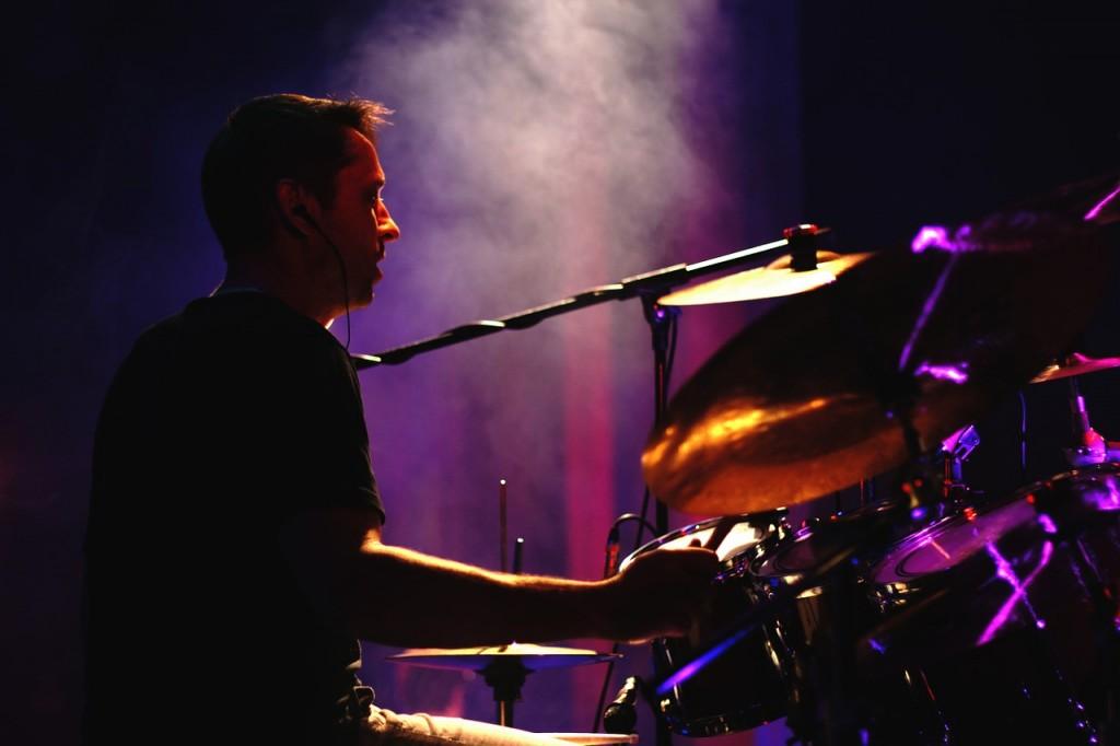 ehrenfelder-musikschule-köln-schlagzeug drummer mit mikro