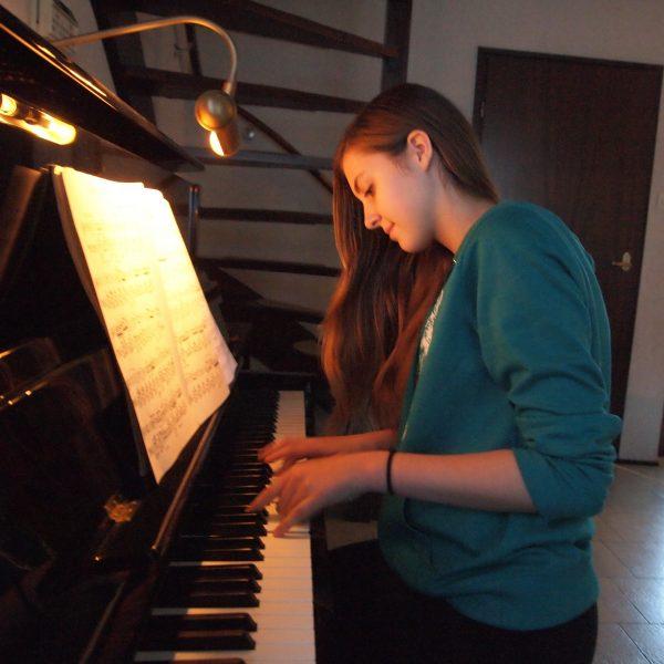 ehrenfelder-musikschule-koeln-klavier-unterricht mädchen